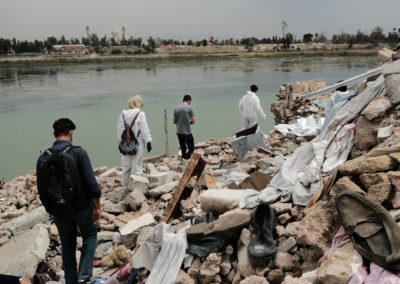 Next to the Tigris a part of the group walks through debris. Mosul, April 2018